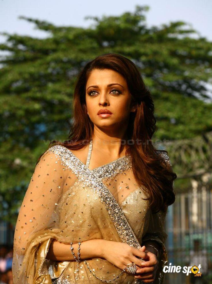 Aish in golden saree