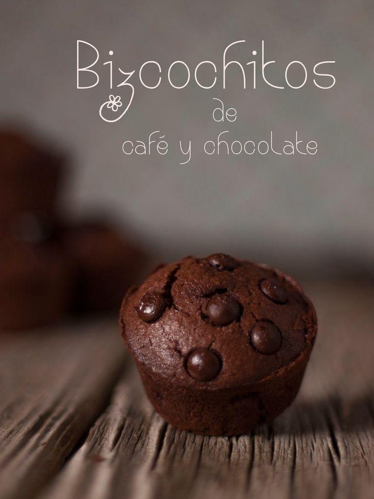 Despuésde un parón inesperado vamos a coger fuerzas con unos bizcochitos riquísimos de chocolate y café. Se hacen en un momento así que ani...