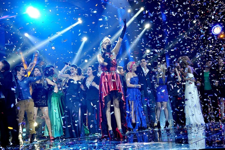 """Con lagrimas en sus ojos y emoción pura, la ganadora de """"La Voz Colombia"""" cerró la noche interpretando de nuevo la canción que la hizo merecedora del primer lugar."""