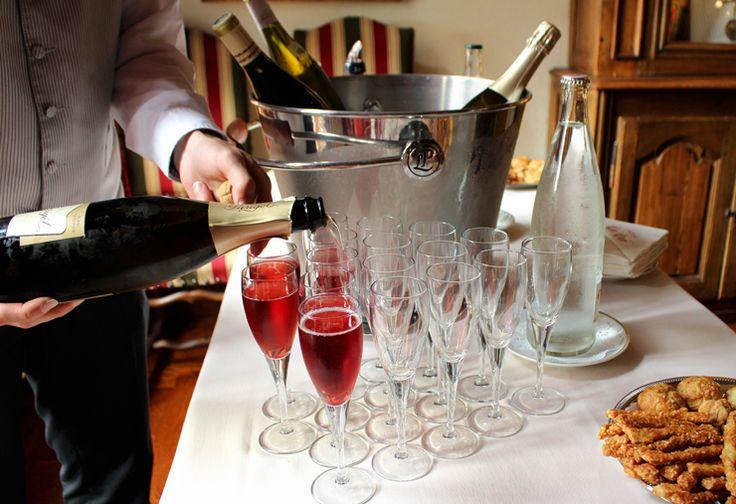 Lindo Hotel Le Cep, em Beaune, na Borgonha: recepção com champanhe. Assim que eu gosto!