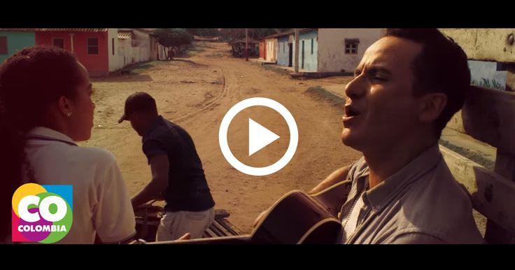 #LoBuenoDeColombia è la musica di Fonseca. Il Cantante colombiano ha presentato il nuovo video del suo ultimo singolo Entre Mi Vida Y La Tuya.