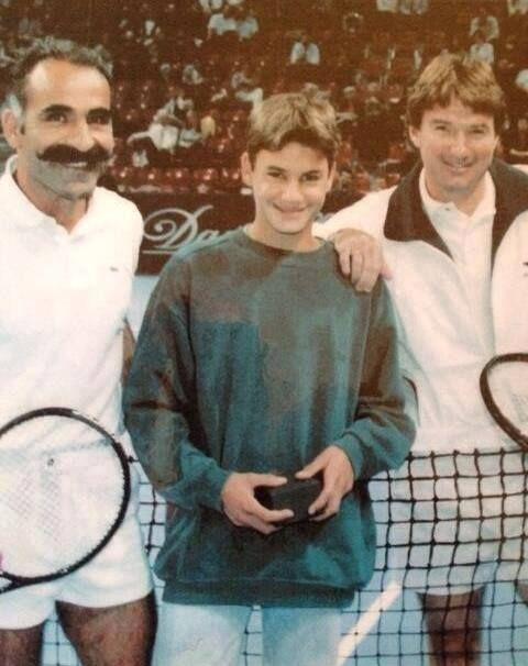 Roger Federer, com 14 anos, entre Bahrami e Connors, no Aberto da Basiléia, sua cidade natal.