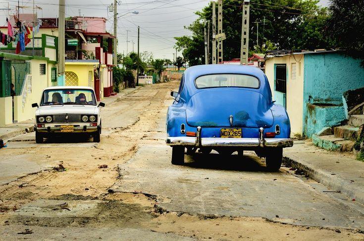 ¿Baches, cráteres o pequeños lagos? (+video) #calle #bache #cuba #cubanos http://www.cubanos.guru/baches-crateres-pequenos-lagos/