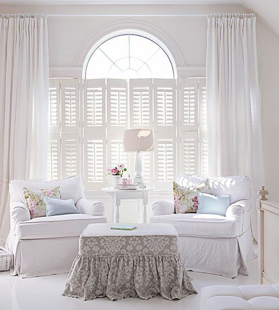 Cottage style provides the solution to the age-old dilemma of unifying mismatched furniture without a great cost: slipcovers! In crisp cotton canvas, duck, or denim, slipcovers hide worn or stained upholstery, protect heirloom pieces, and pull a room together with a few quick zips, snaps, or buttons./