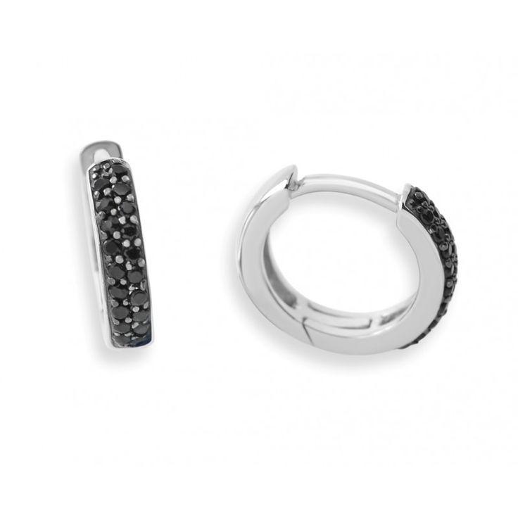 Ein Paar wunderschöne runde Creolen aus 925 Sterling Silber mit schwarzen Zirkoniasteinen und einer Schliesse.