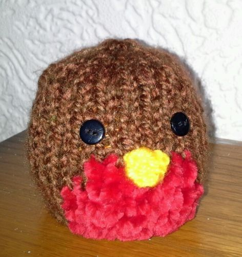 Knitted Robin Pattern For Christmas : HAND-KNIT-TERRYS-CHOCOLATE-ORANGE-COVER-CHRISTMAS-ROBIN Knitting Pinteres...