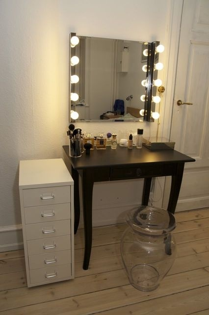 made from ikea lights and mirror i must make this for my beauty room my dream home makeup. Black Bedroom Furniture Sets. Home Design Ideas