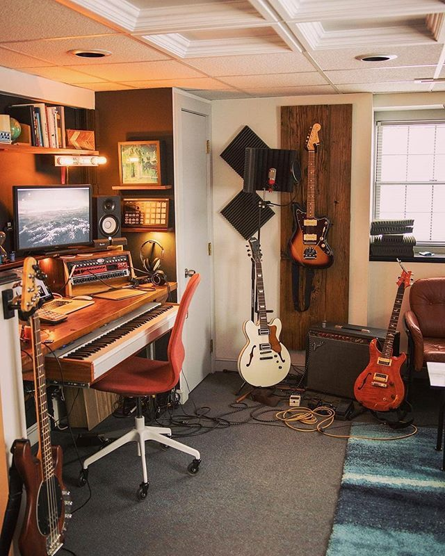 Awesome Guitars And Gear In This Studio By Colurer Musicproducer Musicstudio Home Music Rooms Music Studio Room Home Studio Music