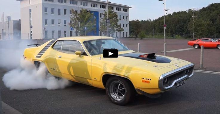 Tire Shredding Plymouth Road Runner 440 | Video