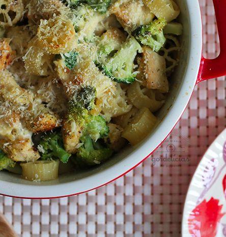 Que tal uma comfort food deliciosa? Essa receita de massa gratinada com frango e brócolis pode ser justamente o que você estava procurando.