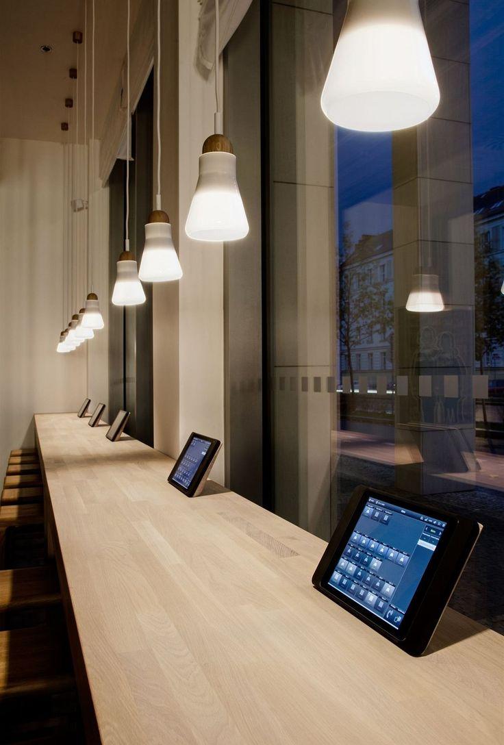 Návštěvníci si mohou vyzkoušet systém iNELS na vlastní kůži, třeba ovládat sami osvětlení nebo stahovat rolety.