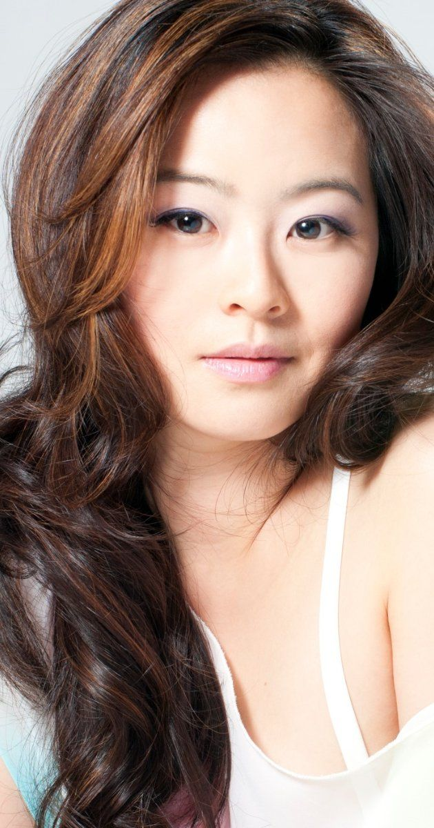 Julia Ling - born in Southern California, USA. In 2003, Julia Ling made her network television debut on Buffy the Vampire Slayer, playing opposite Sarah Michelle Gellar. played Anna Wu on NBC's 'Chuck'.
