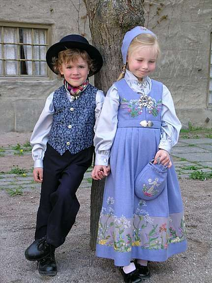 Childrens bunad from Oslo Norway