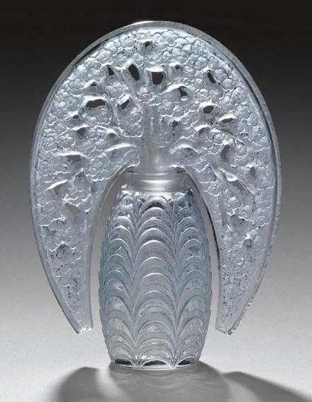 Lalique Bouchon Fleurs De Pommier Perfume Bottle 1919