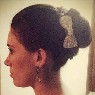 "21 curtidas, 2 comentários - Camila Moura Couture (@camilamouracouture) no Instagram: ""Beaded bow hair style inspiration. We ship worldwide Etsy store avaiable soon.…"""
