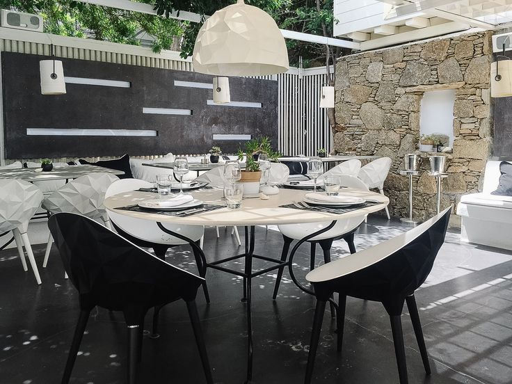 Lunch time at Thioni restaurant is a wonderful experience! Enjoy your meal in an open space setting. http://www.semelihotel.gr/thioni-restaurant-mykonos/  #Semeli #SemeliHotel #Mykonos