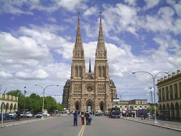 Basilica de la Virgen de Lujan. Argentina