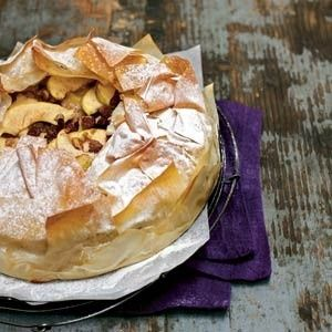 Griekse appeltaart  http://www.receptenvandaag.nl/recepten/eten/taart/531/griekse_appeltaart