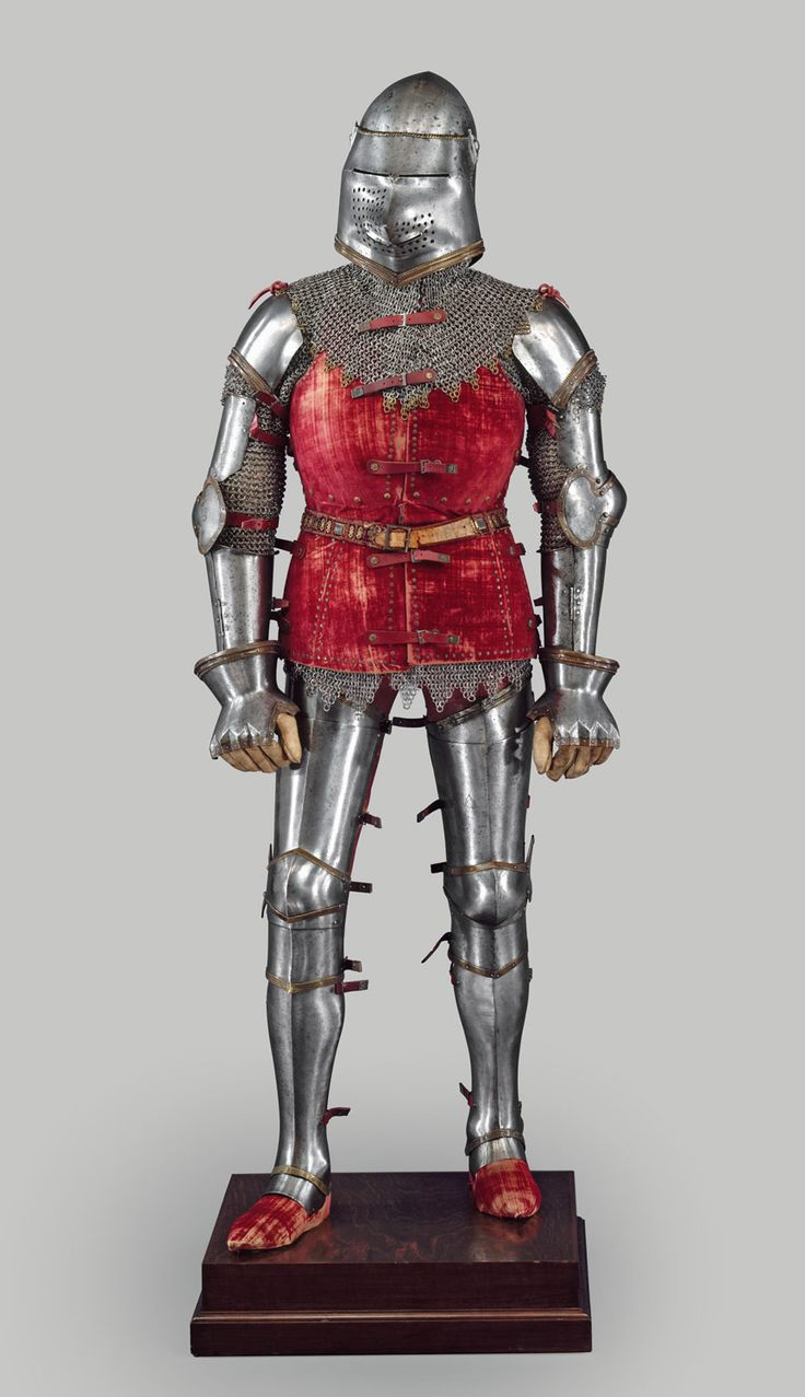 This armor was restored and assembled into its present form in about 1920. It is composed mostly of pieces from a unique hoard of armor discovered in 1840 in the ruins of a Venetian fortress at Chalcis (Khalkis) on the Greek island of Euboea (Evvoia). The fortress, an eastern outpost of the far-flung Venetian maritime empire, had been captured and destroyed by Ottoman Turkish forces in 1470.