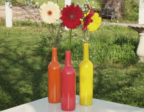 painting glass bottles! Amazing...who knew?: Wedding Parties, Paintings Wine Bottle, Centerpieces Ideas, Gerber Daisies, Bottle Vase, Beer Bottle, Paintings Bottle, Wine Bottle Centerpieces, Wine Bottle Projects