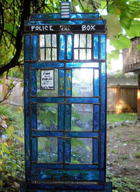 WANT - Stained glass TARDIS