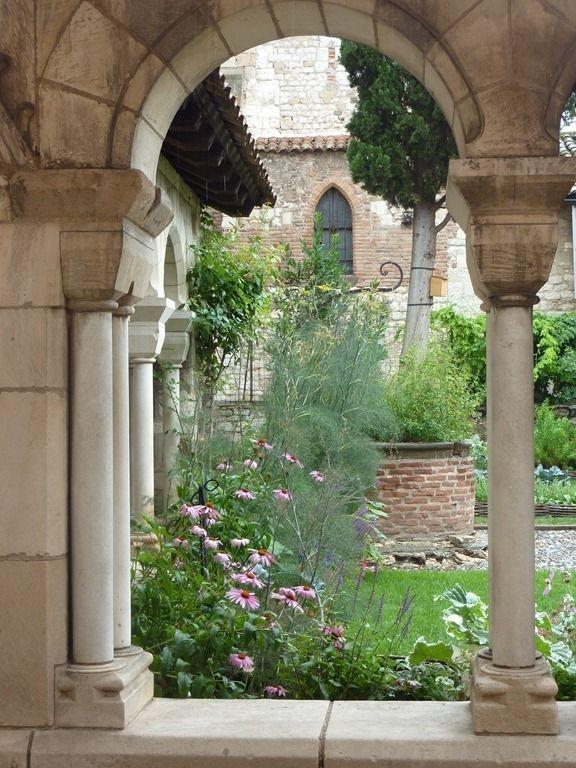 Albi cloitre, Saint Salvy, Albi France  Like the idea for the echinecea in the fountain garden