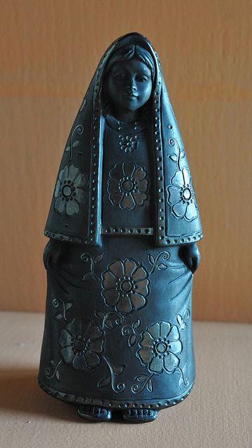 Black Pottery Woman Mexico by Teyacapan, via Flickr