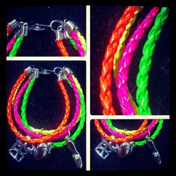Pulseras de cueritos colores neon