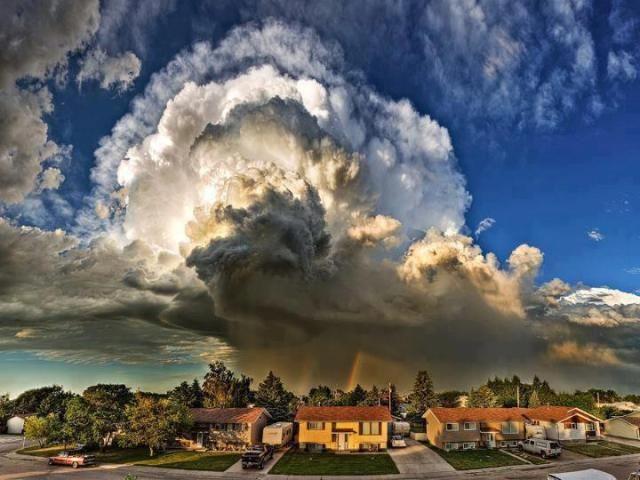 Штормовое облако и радуга , Альберта, Канада