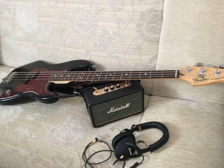 Marshall Kilburn Marshall monitor headphones Fender Precision Bass