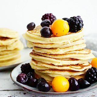 PANCAKES eigenlijk kunnen deze gezonde yoghurt #pannenkoekjes altijd, maar op een vrije dag geeft het tóch iets extra's ik hoef vanavond pas te werken. Blog- en relaxdagje vandaag. Ik ga dit recept ook voor je uitwerken want deze verdient een plekje op mijn blog... #essiehealthylife - #suikervrij #pannenkoeken #healthypancakes #eiwitrijk #fruit #yoghurt #gezondrecept #fitgirlsnl #dutchfoodie #ontbijt #afvallen #fitdutchies #foodinspiration #fitfamnl #breakfastinspo #gezondeten #...
