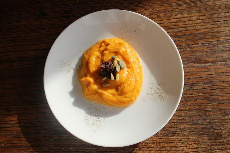 Mousseline de butternet au confit de gingembre à l'orange. Croquant de graines mixtes