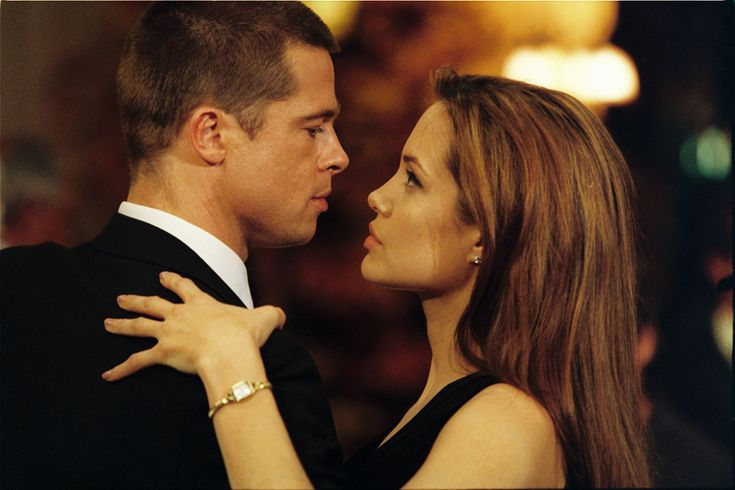 Angelina Jolie y Brad Pitt: su historia de amor en imágenes diez años después de 'Sr. y Sra. Smith' #cine #celebrities