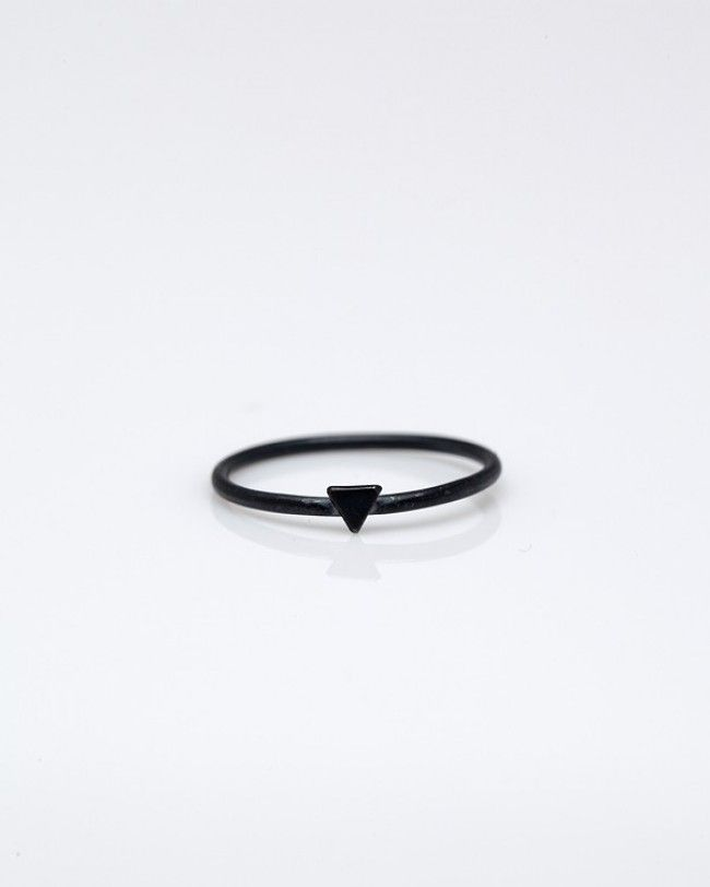 black ring,, i need one of these lol