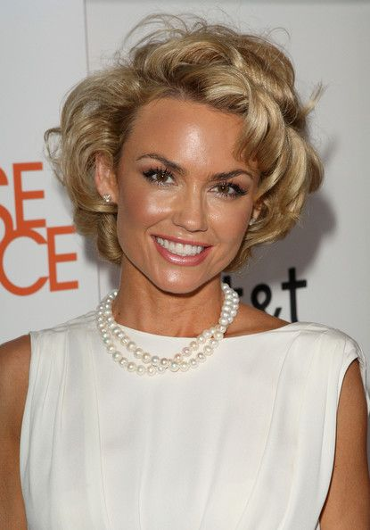 Kelly Carlson Short Curls - Short Hairstyles Lookbook - StyleBistro