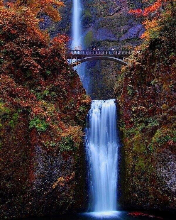 Mulnomah Falls in Oregon