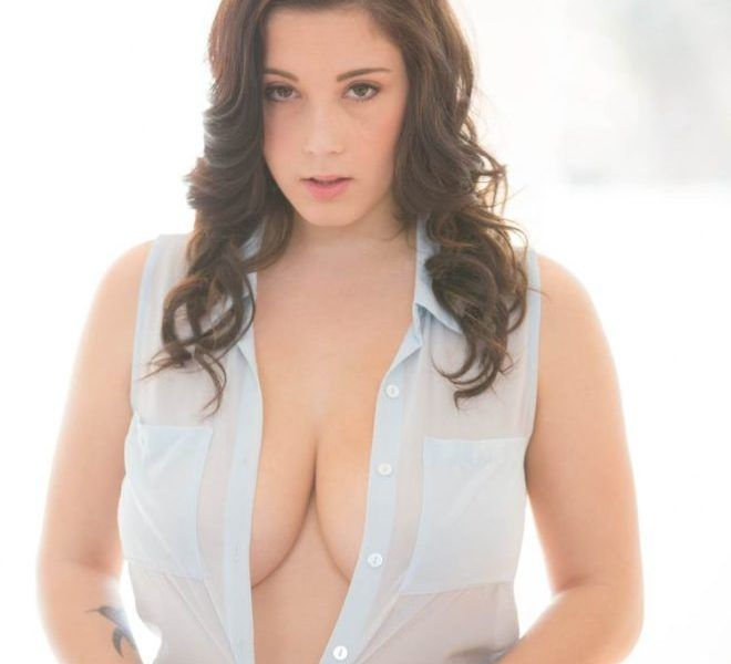 Noelle Easton :: Gorgeous Young Brunette With Huge Boobs