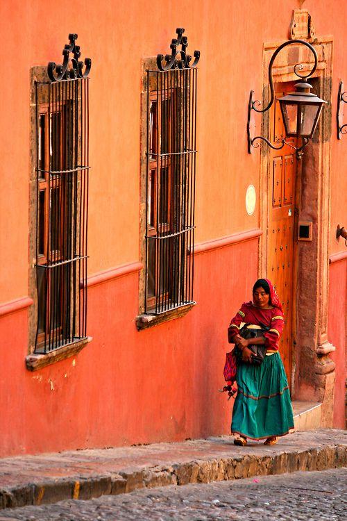 San Miguel de Allende street  Casa alaranjado