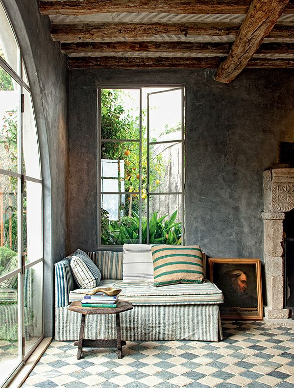… with ethnic elements and European classical details… This dreamy estate in Los Angeles is the home ofinterior designer and antique dealer, Richard Shapiro. The nook in the third picture is one of the most beautiful I've seen, and the floor is magnificent as well as the turquoise chevron one in the garden. Yeah, the entire space has an Italian