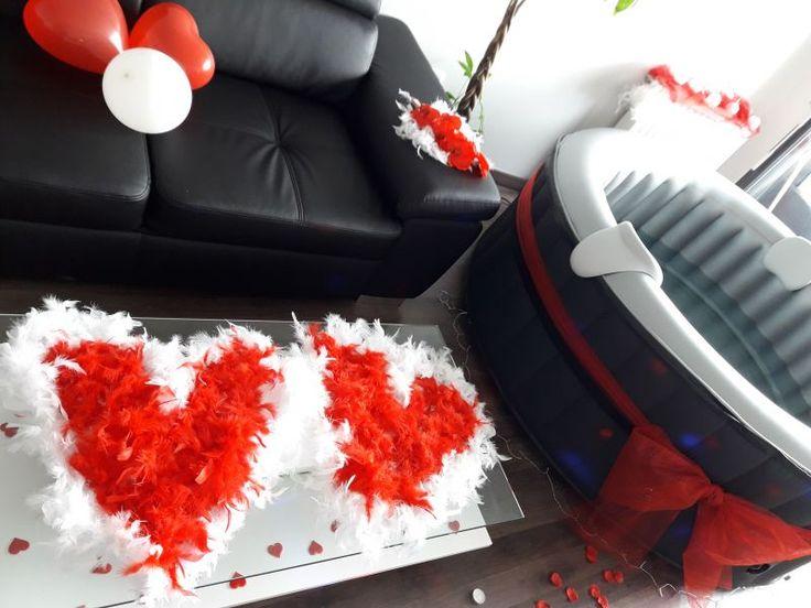 Loue jacuzzi avec décoration pour une journée soirée ou plus pour se détendre en amoureux entre copain(e)s pour fêter un anniversaire, une demande en mariage ...Avec tout le nécessaire pour remplir et vider  ( tuyaux , pompes a extraction d eau , embouts..)Boîte de décoration  ( bougies, pétales, plumes,  guirlandes...)Boîte de lumières  ( LED, lumières d ambiance...)Boîte à outils .