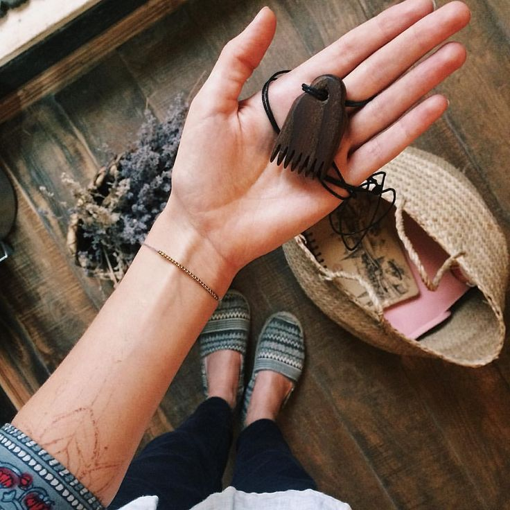 106 отметок «Нравится», 3 комментариев — ЗАПИСЬ НА МАСТЕР-КЛАСС  24.09 (@nekrasova.gg) в Instagram: «Лучший кулончик для увлеченных ткачеством☺️ Маленький гребешок для прибывания ниток предназначался…»