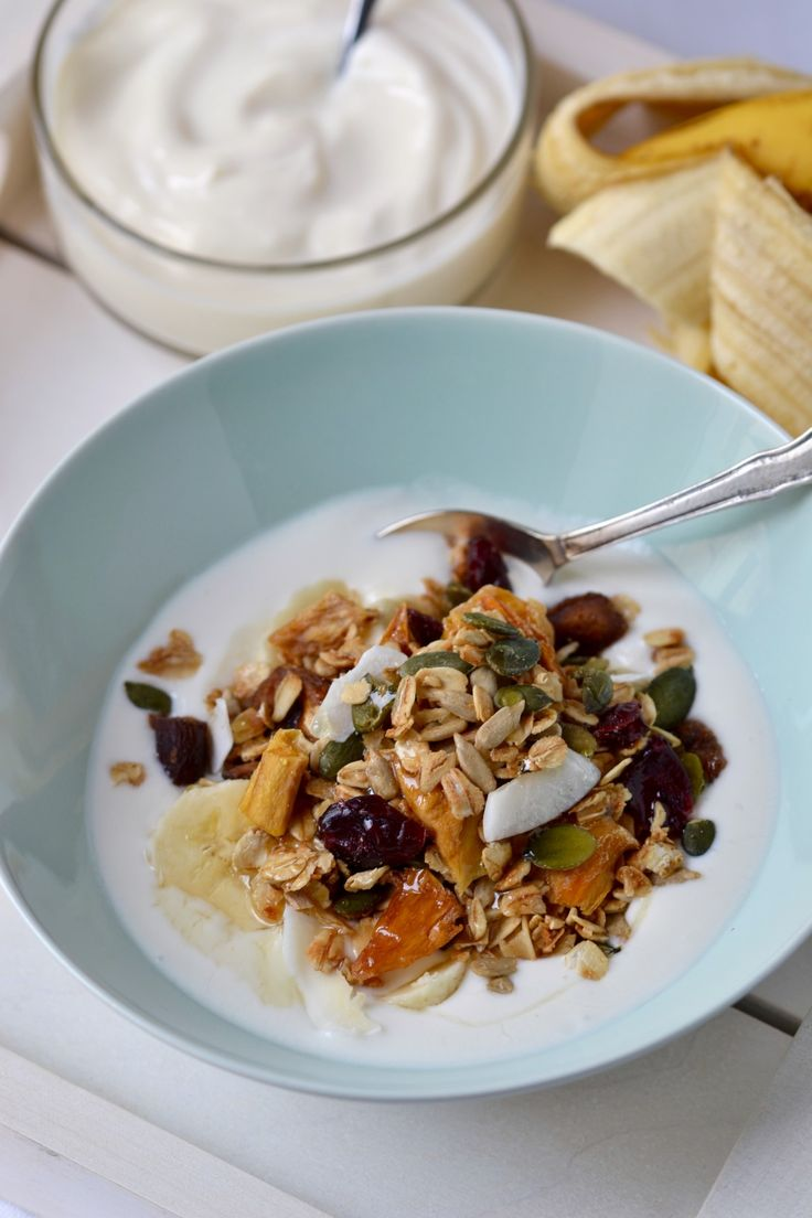 Crunchy Tropical Granola | coconutandberries.com