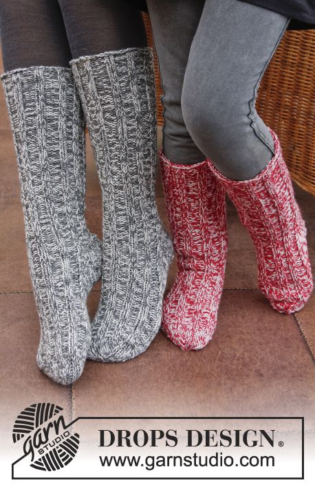 """Waiting for Santa - DROPS Christmas: Knitted DROPS sock with rib in 2 strands """"Fabel"""". - Free pattern by DROPS Design"""