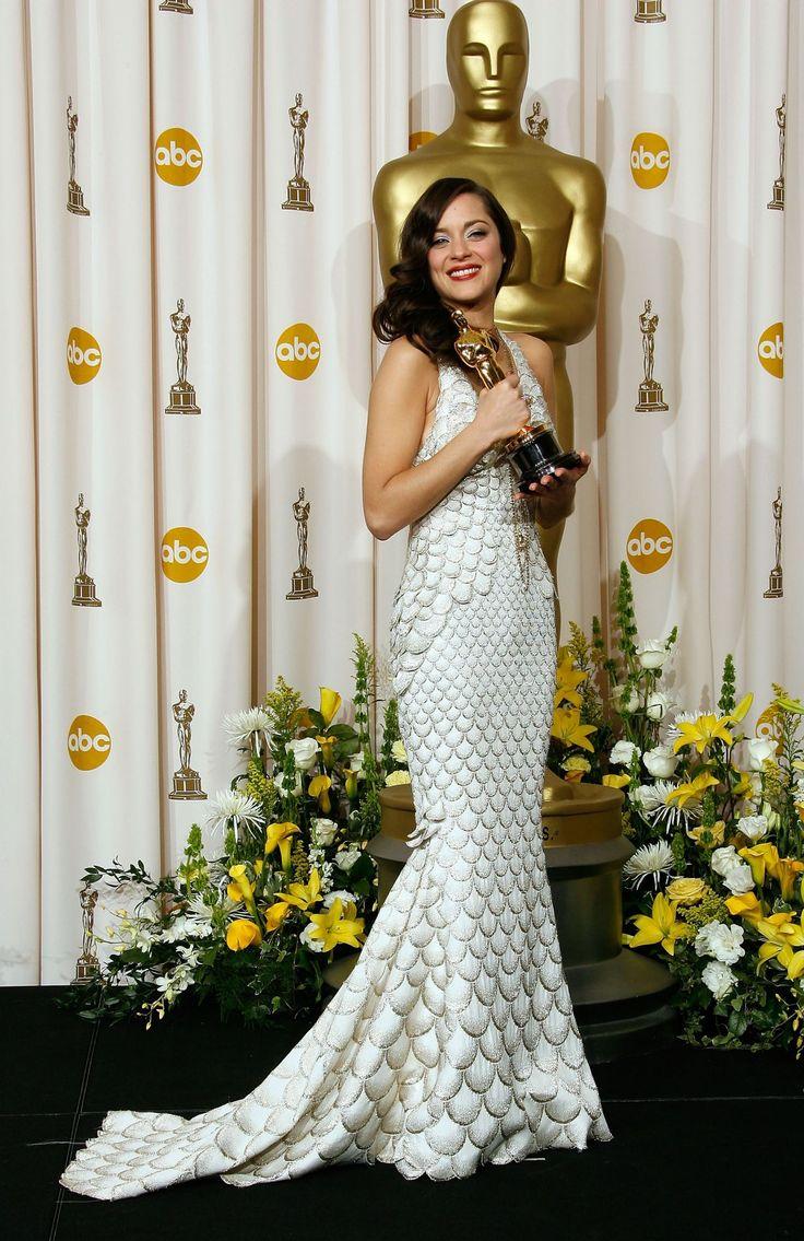 2008 stolzierte Marion Cotillard in einem Meerjungfrau-inspirierten Kleid von Jean Paul Gaultier über den roten Teppich.