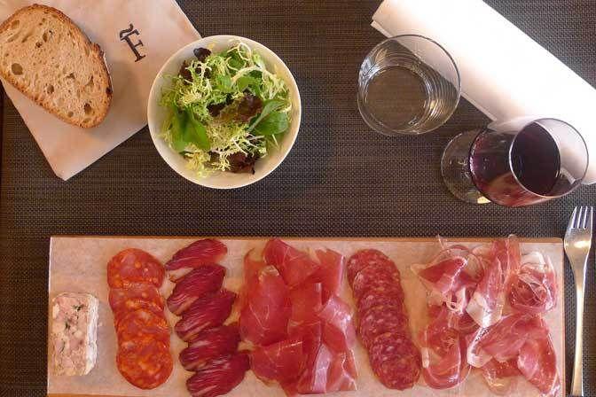 Restaurant Fogon, 45, quai des Grands Augustins Paris 75006. Envie : Tapas et pinchos, Espagnol. Les plus : Ouvert le dimanche, Faim de nuit, Fais-...