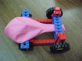 Dat is leuk om met Tim te maken! Maak een super snelle auto van Lego. Blaas de ballon op en racen maar! (www.opvoedproducten.nl)
