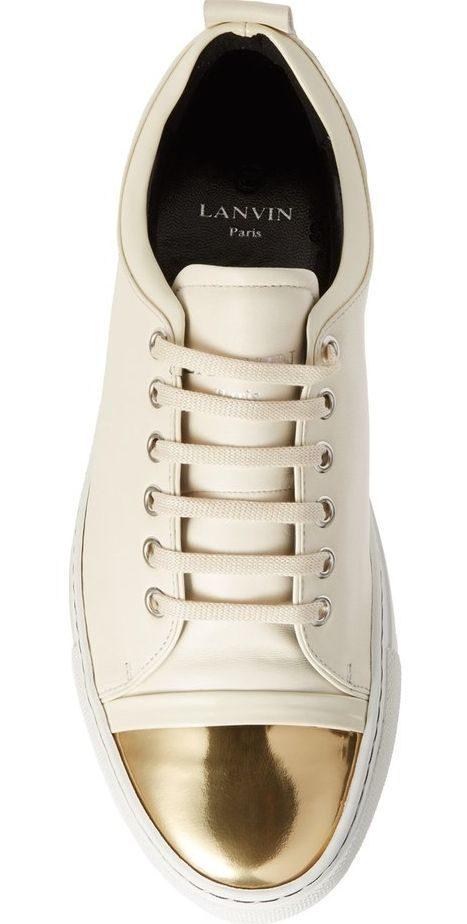 A metallic cap toe adds an extra flash of glamour to this low-top sneaker that effortlessly merges sporty street style and signature sophistication.