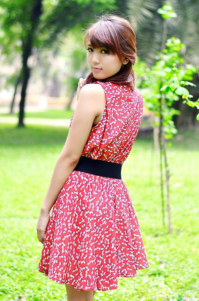 [フリー画像素材] 人物, 女性 – アジア, ワンピース・ドレス, 女性 – 振り向く, ベトナム人 ID:201205102200 - GATAG フリー画像・写真素材集 3.0