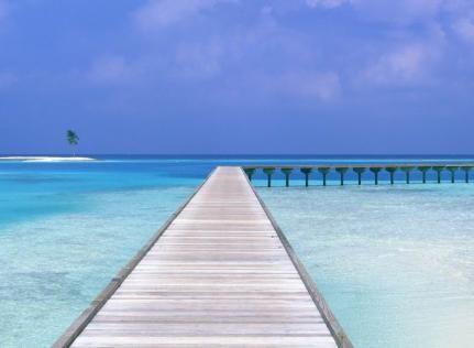 Luksusowy, znany rekin biznesu, marka Louis Vuitton Moët Hennessy LVMH zamierza otworzyć prestiżowy kompleks hotelowy na Malediwach i to już w roku 2013. Resort będzie się składał z 46 luksusowych wilii oraz na wyspie Randheli w Noonu Atoll.