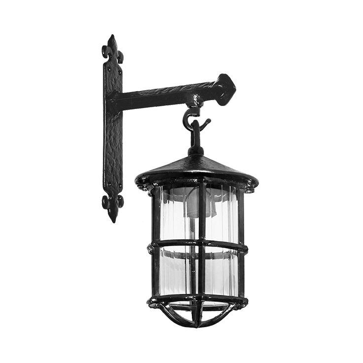 Stoere, robuuste wandlamp, uitgevoerd in zwart smeedijzer